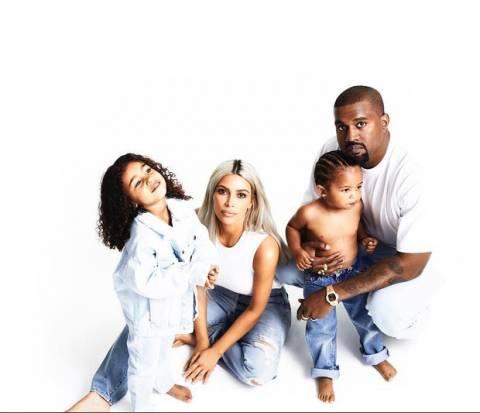 Η φωτογραφία της Kim Kardashian που προκαλεί σάλο ανήμερα των Χριστουγέννων