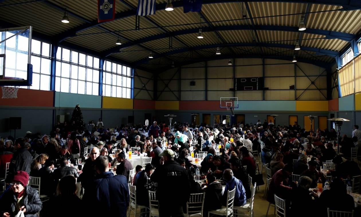 Χριστούγεννα 2017: Τραπέζι αλληλεγγύης του δήμου Αθηναίων για 1.000 άστεγους