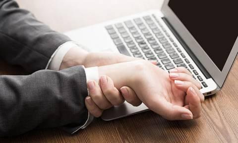 Χέρια και πόδια που μουδιάζουν: Επτά πιθανοί λόγοι