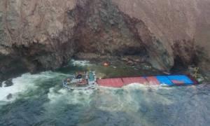 Μύκονος: Συγκλονιστικό βίντεο από τη διάσωση του πληρώματος του πλοίου που προσάραξε