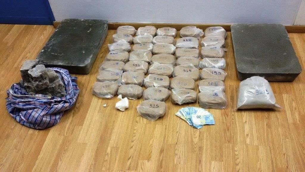 Συλλήψεις για διακίνηση ηρωίνης και κοκαΐνης στη Δραπετσώνα (pics)