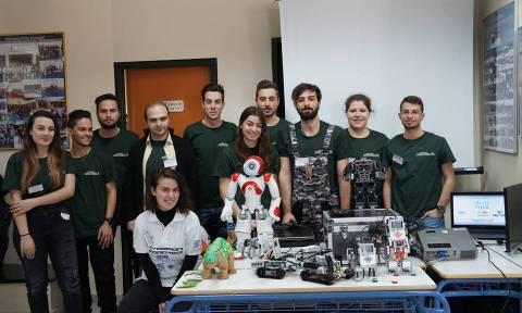 Χριστουγεννιάτικες ρομποτικές εικόνες από φοιτητές του Πανεπιστημίου Δυτικής Μακεδονία (vid)
