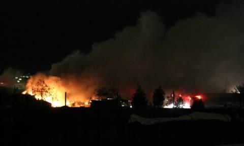 Φωτιά ΤΩΡΑ: Μεγάλη πυρκαγιά σε αποθήκη πλαστικών στη Θεσσαλονίκη