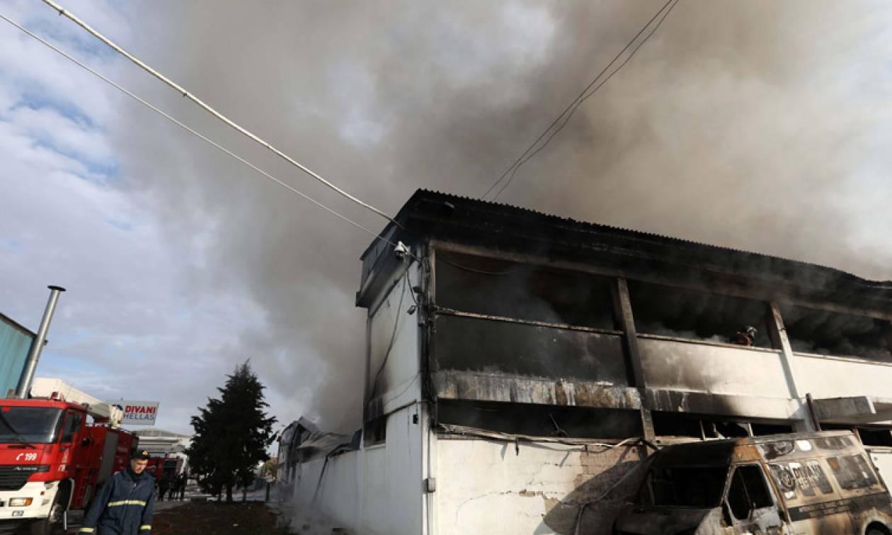 Υπό έλεγχο η μεγάλη πυρκαγιά στα εργοστάσια στη Θεσσαλονίκη (pics)