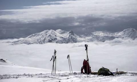 Χιονοστιβάδα παρέσυρε και τραυμάτισε σοβαρά σκιέρ στη Βασιλίτσα