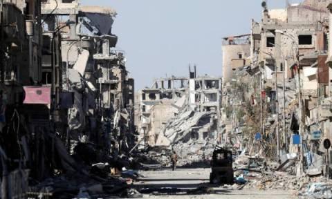 Ράκα: Ξυπνάει το φάντασμα του Ισλαμικού Κράτους με τον εντοπισμό δύο ομαδικών τάφων