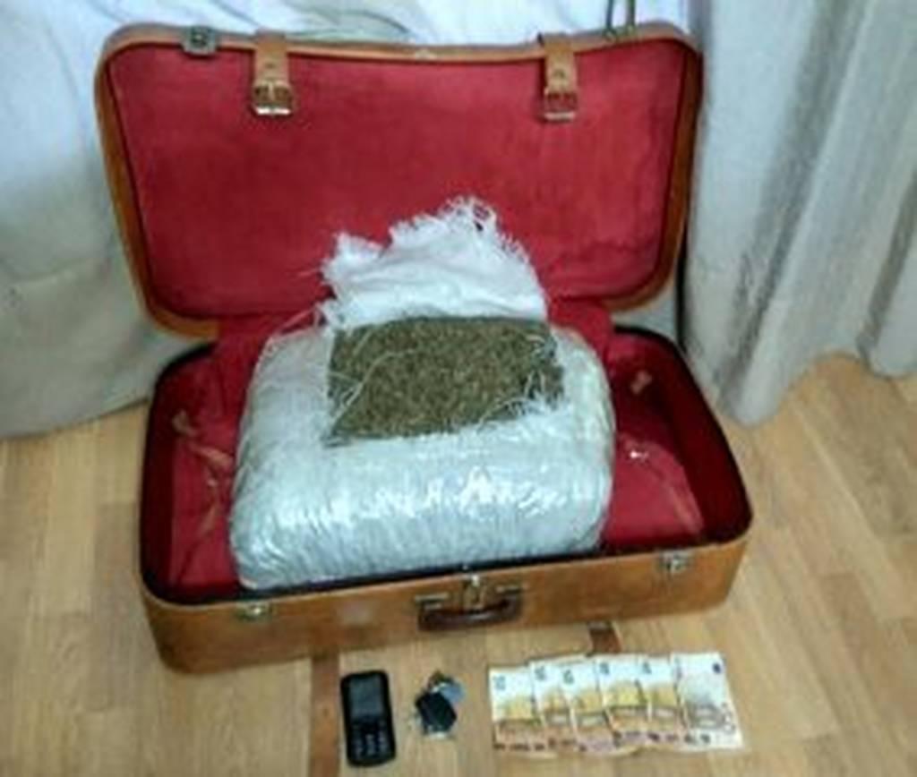 Καστοριά: Η κρυμμένη σε αυτοκίνητο βαλίτσα αποκάλυψε τα… ένοχα μυστικά (pic)