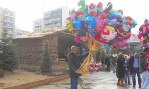 Χαρούμενη και γιορτινή η ατμόσφαιρα στο κέντρο της Πάτρας (pics)