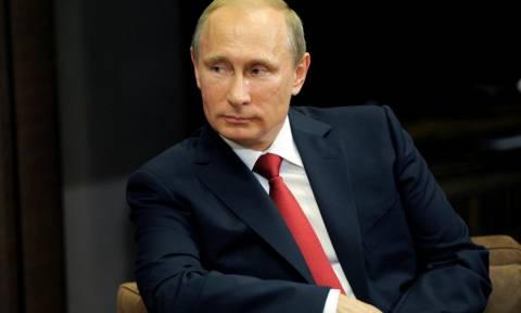 Παραμονή Πρωτοχρονιάς: Ο Πούτιν εύχεται στους Ρώσους «αλλαγή προς το καλύτερο» το 2018
