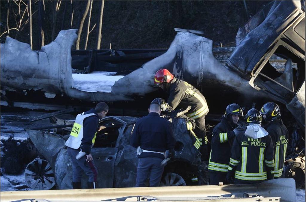 ΕΚΤΑΚΤΟ: Έκρηξη βυτιοφόρου σε αυτοκινητόδρομο στην Ιταλία – Δύο παιδιά ανάμεσα στους έξι νεκρούς
