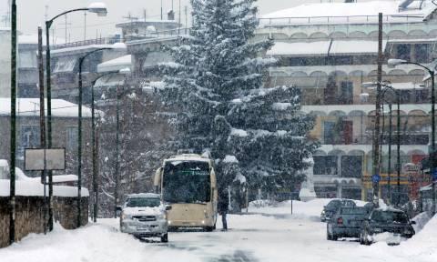 Έκτακτο δελτίο ΕΜΥ: «Αγρίεψε» ο καιρός - 48ωρο με καταιγίδες και χιόνια