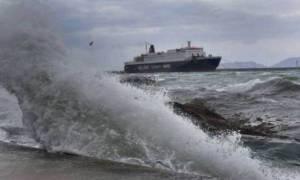 Καιρός LIVE: Κακοκαιρία χτυπά τη χώρα - Σε ποια λιμάνια είναι δεμένα τα πλοία