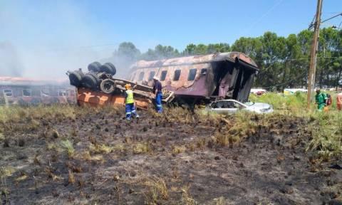 Νότια Αφρική: Τραγικό σιδηροδρομικό δυστύχημα - 14 νεκροί (pics)