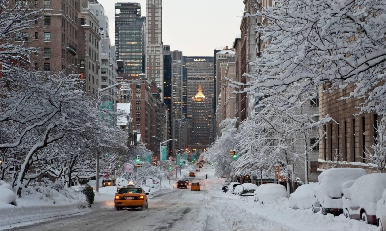 Σφοδρές χιονοθύελλες και πολικό ψύχος «γονάτισαν» τις ΗΠΑ: Στους 18 οι νεκροί (Pics+Vids)