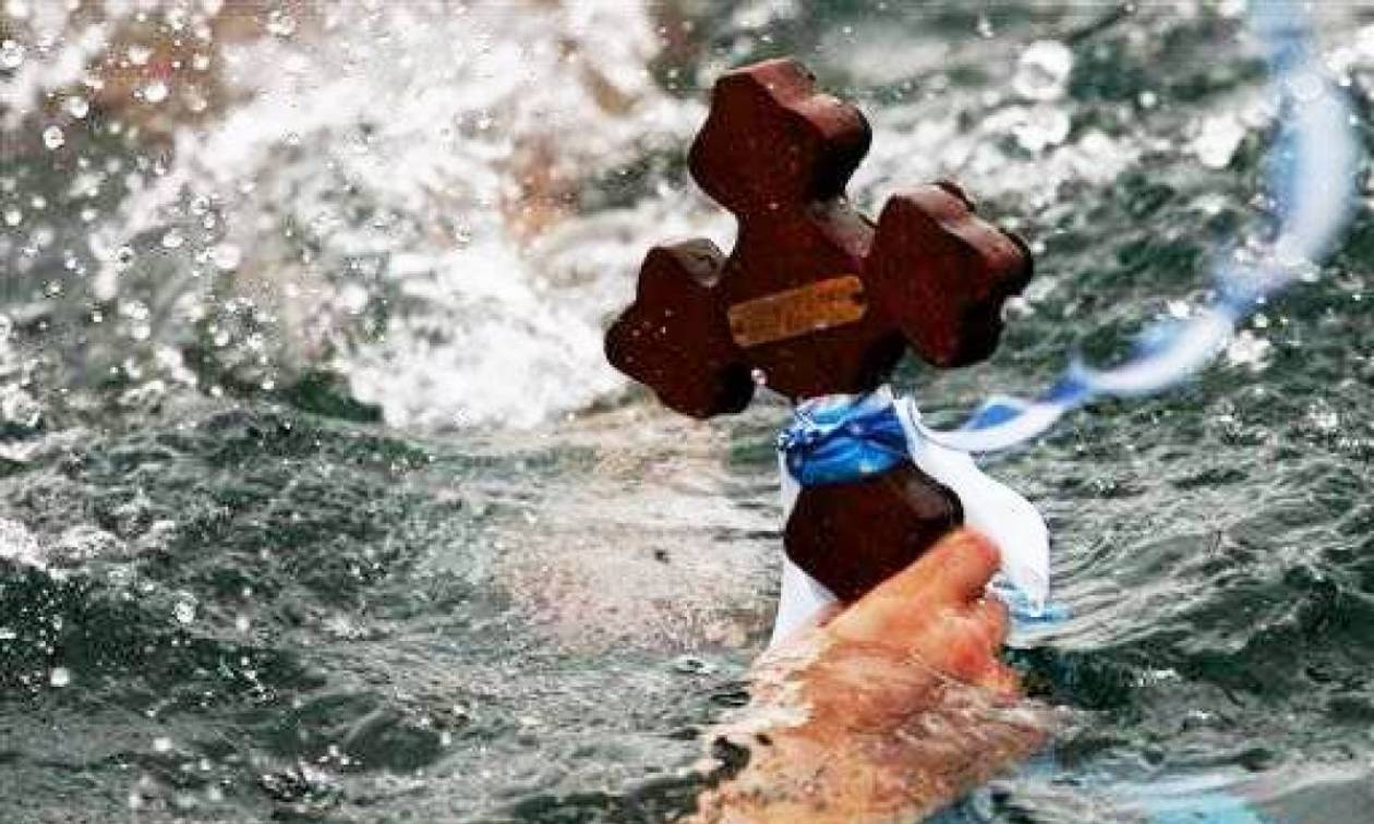 Θεοφάνεια 2018: Με λαμπρότητα γιορτάστηκε ο αγιασμός των υδάτων (pics)