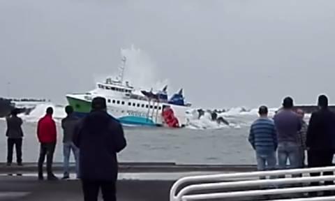 Πανικός στην Πορτογαλία: Πλοίο με 70 επιβάτες προσέκρουσε σε βράχια