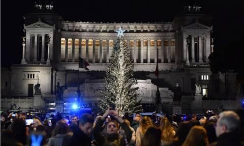 Οι Ιταλοί έχουν χιούμορ: Το μαδημένο χριστουγεννιάτικο δέντρο της Ρώμης μόνιμο έκθεμα σε μουσείο