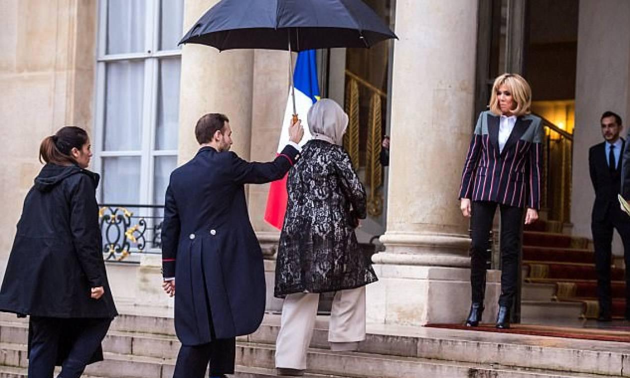 Η Μπριζίτ Μακρόν υποδέχτηκε την σύζυγο του Ερντογάν σαν «Βασίλισσα της Γαλλίας» (Pics)