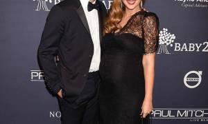 Λιώσε ελεύθερα: 5 μέρες μετά την γέννηση του γιου τους, το διάσημο ζευγάρι κάνει την πρώτη του έξοδο