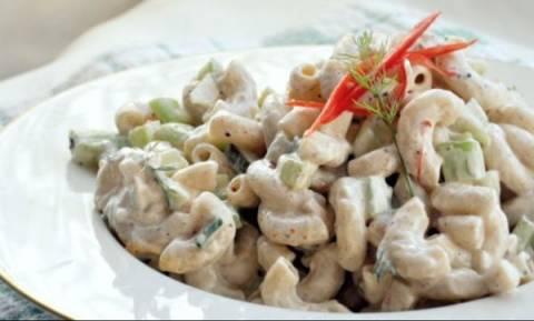 Η συνταγή για την πεντανόστιμη μακαρονοσαλάτα του Mark Walberg