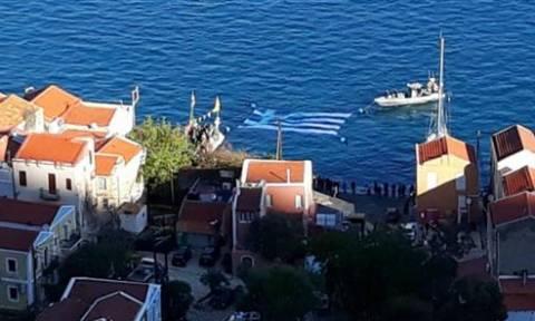 Καστελόριζο: Η μεγαλύτερη υποβρύχια ελληνική σημαία από τους καταδρομείς μας