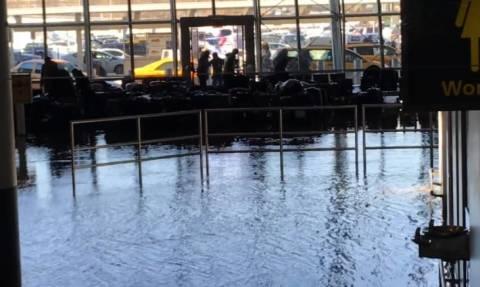 Προβλήματα από το πολικό ψύχος στη Νέα Υόρκη - Πλημμύρισε το JFK (video)