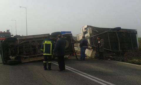 Ανατροπή οχήματος στην Ε.Ο. Φαρσάλων - Λάρισας (pics&vid)