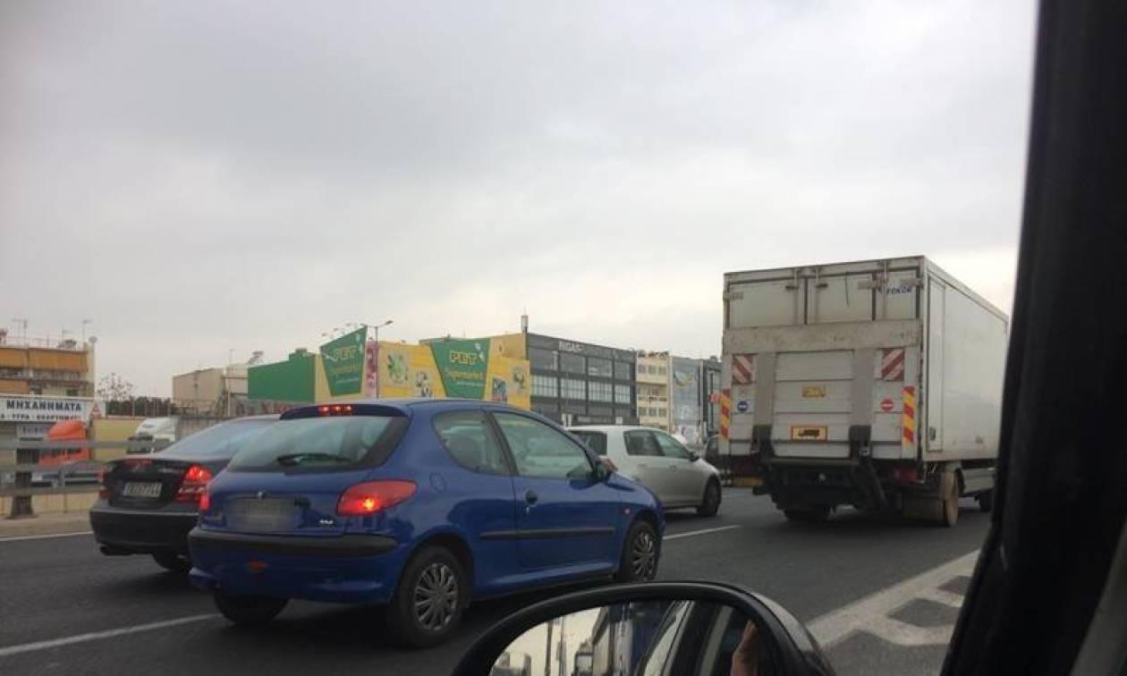 Κυκλοφοριακό χάος ΤΩΡΑ στον Κηφισό - Κλειστή η αριστερή λωρίδα (pics)