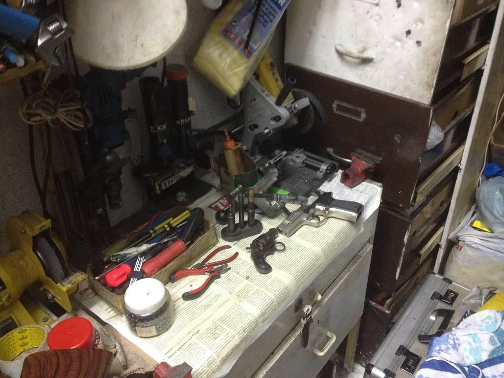 7a5afeded8 Πάτρα  Εντοπίστηκαν δύο εργαστήρια κατασκευής όπλων - Δύο συλλήψεις  (pics vid)