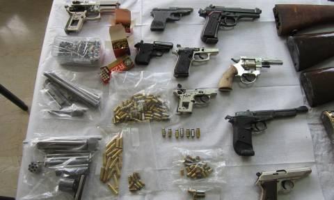 Πάτρα: Εντοπίστηκαν δύο εργαστήρια κατασκευής όπλων - Δύο συλλήψεις (pics&vid)