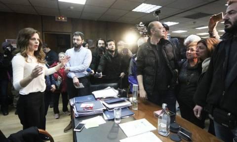 Στην Αχτσιόγλου μέλη του ΠΑΜΕ: Χύθηκε αίμα για τις απεργίες – Πάρτε πίσω το νόμο