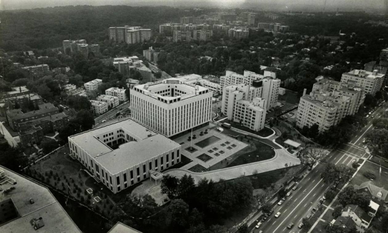 «Λάδι στη φωτιά» ρίχνει η Ουάσιγκτον: Μετονομάζει την πλατεία στην οποία βρίσκεται η ρωσική πρεσβεία