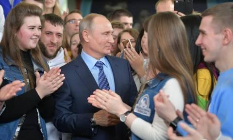 Ρωσία: Στη μάχη για την προεδρία ρίχνεται ο Πούτιν