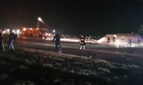 Τρόμος στη Βαρσοβία: Δεν άνοιξαν οι τροχοί προσγείωσης αεροσκάφους – Σύρθηκε με την «κοιλιά» (Pics)