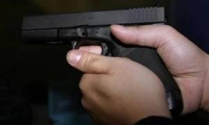 Χανιά: Τρόμος στη Χονολουλού - Άνδρας έκοβε βόλτες με όπλο στο χέρι