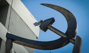 ΚΚΕ: ΝΔ - ΣΥΡΙΖΑ ανταγωνίζονται για το ποιος είναι ο καλύτερος εκτελεστής των εργατικών δικαιωμάτων