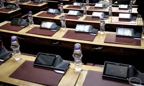 Βουλή: Υπερψηφίστηκε από τις επιτροπές το νομοσχέδιο με τα προαπαιτούμενα