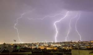 Καιρός: Έκτακτο δελτίο ΕΜΥ - Σε ποιες περιοχές θα σημειωθούν καταιγίδες την Παρασκευή