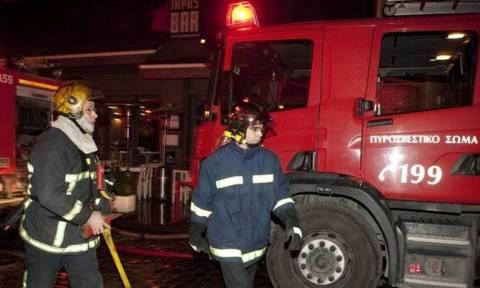 Τραγωδία στη Σαλαμίνα από φωτιά σε κτήριο - Νεκρή εντοπίστηκε μια 57χρονη
