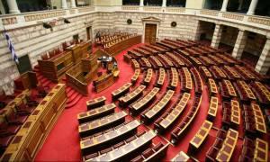 Βουλή LIVE: Η συζήτηση στην Ολομέλεια για το πολυνομοσχέδιο