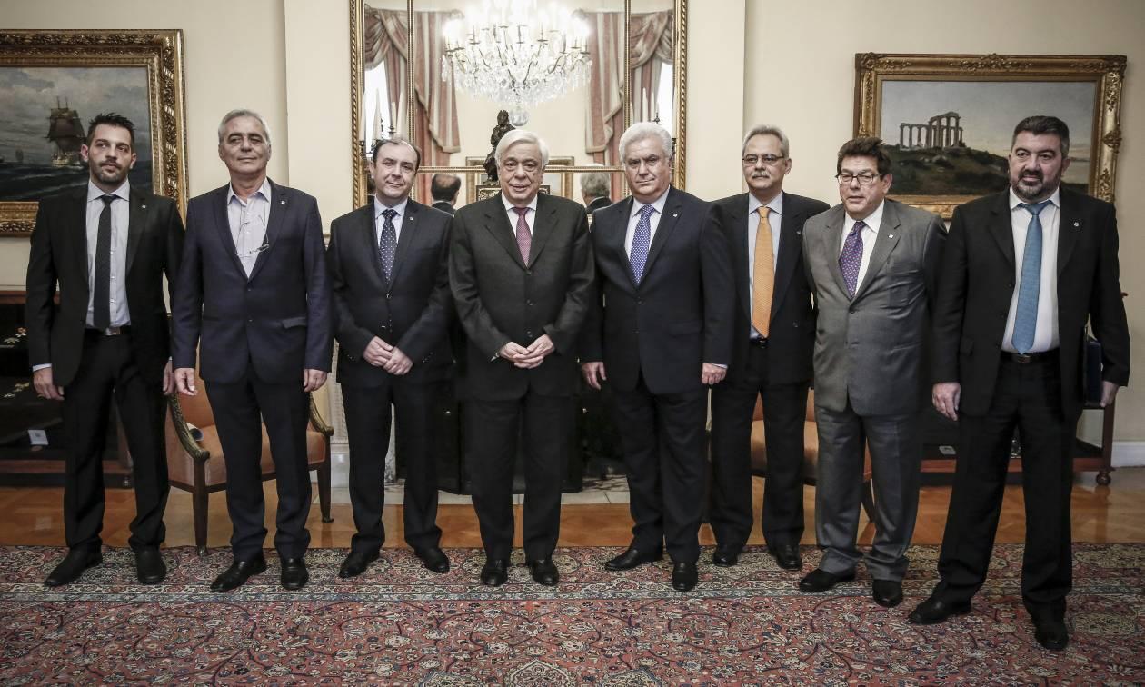 Ηχηρή παρέμβαση Παυλόπουλου: Να στηρίξουμε τους μικρομεσαίους, τη ραχοκοκαλιά της οικονομίας