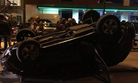Κυκλοφοριακό χάος στο κέντρο της Αθήνας: Τζιπ αναποδογύρισε στη Μιχαλακοπούλου