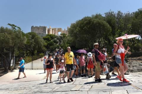 SZ: Η Ελλάδα βιώνει ένα «μπουμ» τουριστών