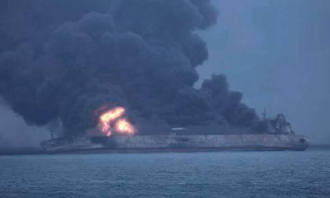Κίνα: Διασώστες περισυνέλεξαν δύο πτώματα από το φλεγόμενο ιρανικό δεξαμενόπλοιο