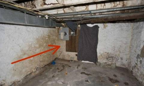Ανακαίνιζαν το σπίτι τους και γκρέμισαν τοίχο. Μόλις είδαν τι υπήρχε από πίσω πάγωσαν!