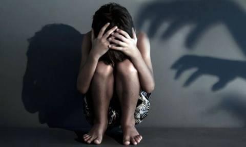 Φρίκη: Πατέρας βίαζε συστηματικά την 7χρονη κόρη του