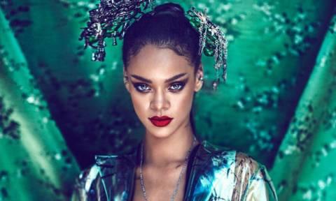 Πιο ταλαιπωρημένη από ποτέ! Η Rihanna σε μία εμφάνιση που δεν περίμενες με τίποτα