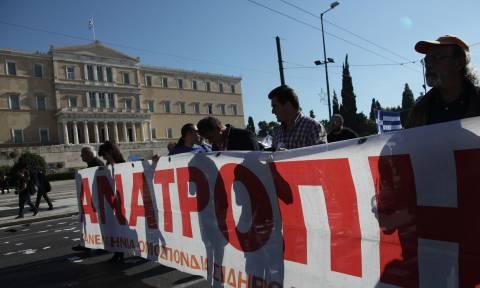 Σε απεργιακό κλοιό η Ελλάδα τη Δευτέρα – «Χειρόφρενο» σε Μετρό, ΗΣΑΠ, τραμ, λεωφορεία και τρόλεϊ