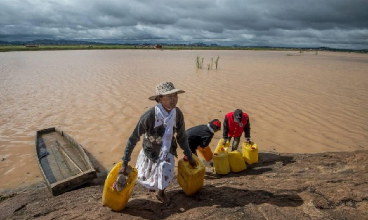 Κυκλώνας στοίχισε τη ζωή σε 51 ανθρώπους – Θρίλερ με τους αγνοούμενους