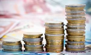 Bloomberg: Ο τουρισμός θα συνεχίσει να τονώνει την ελληνική οικονομία
